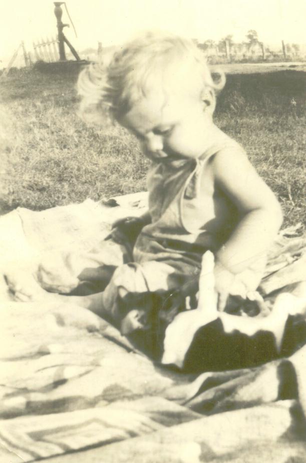 1936_Lloyd_with_cat_B.jpg